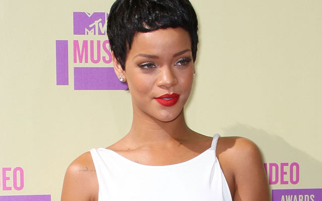 "Rihanna's ""Diamonds"" Reaches UK Pop Chart Summit"